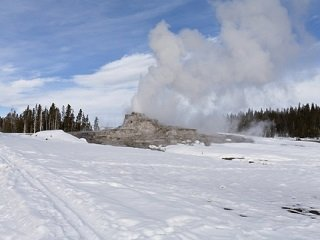 Yellowstone Phases in New Snowmobiling Guidelines