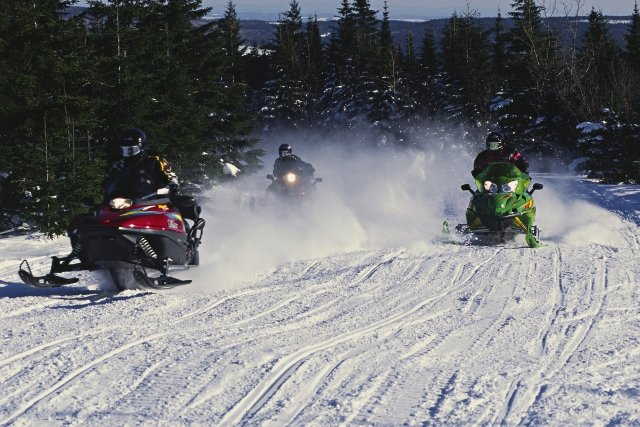 snow-machine-race (640x427)