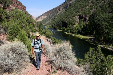 hiker-canyon