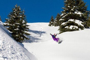 Top 4 Snowboarding Destinations in North America