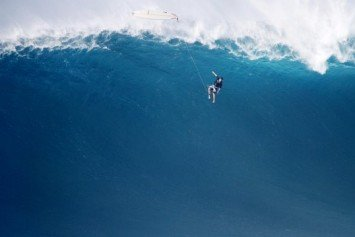 Monster Waves Pummel Hawaii's North Shores