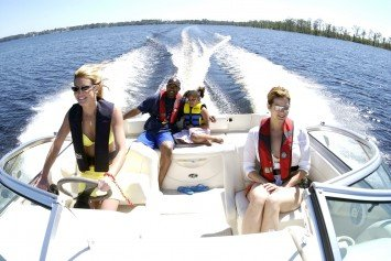 10 Safe Boating Tips for When You're on the Water