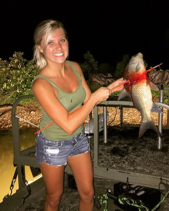 Hottest Women of Bowfishing